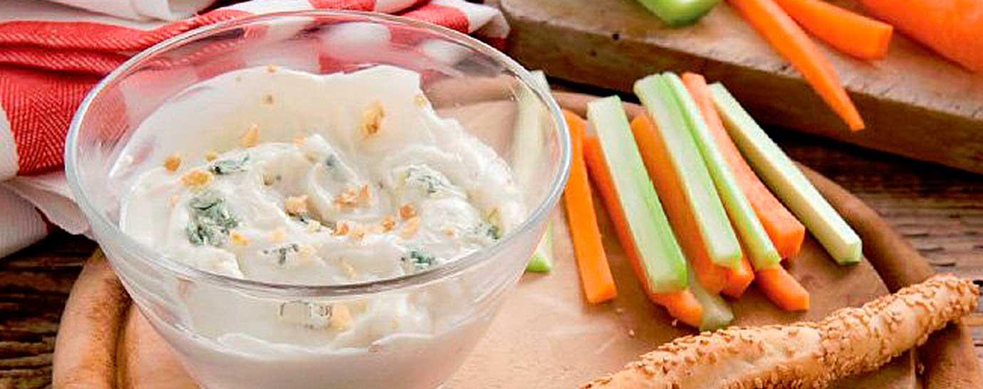 Salsa de queso gorgonzola con crudités