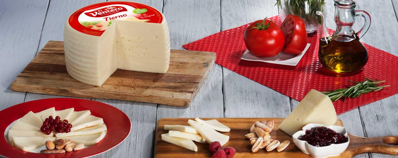 bodegón con productos de El Ventero queso tierno