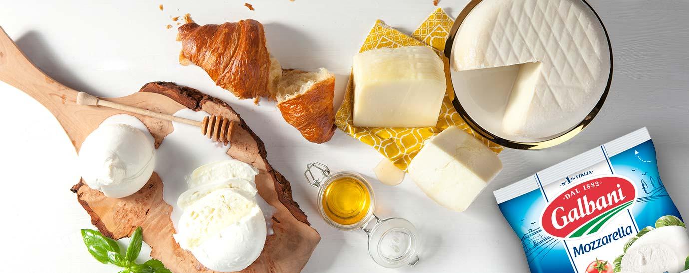 Tabla de quesos con Mozzarella Galbani, aceite y un croissant